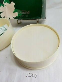 B8,852 Tuvache Dusting Powder Perfumed