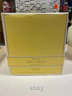L'Air du Temps by Nina Ricci Perfumed Dusting Body Powder (6 oz)